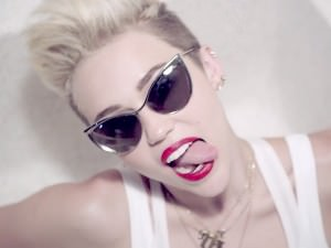 miley-cyrus-cant-we-stop-video-4-600x450